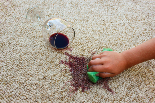 Čím vyčistit špinavý koberec